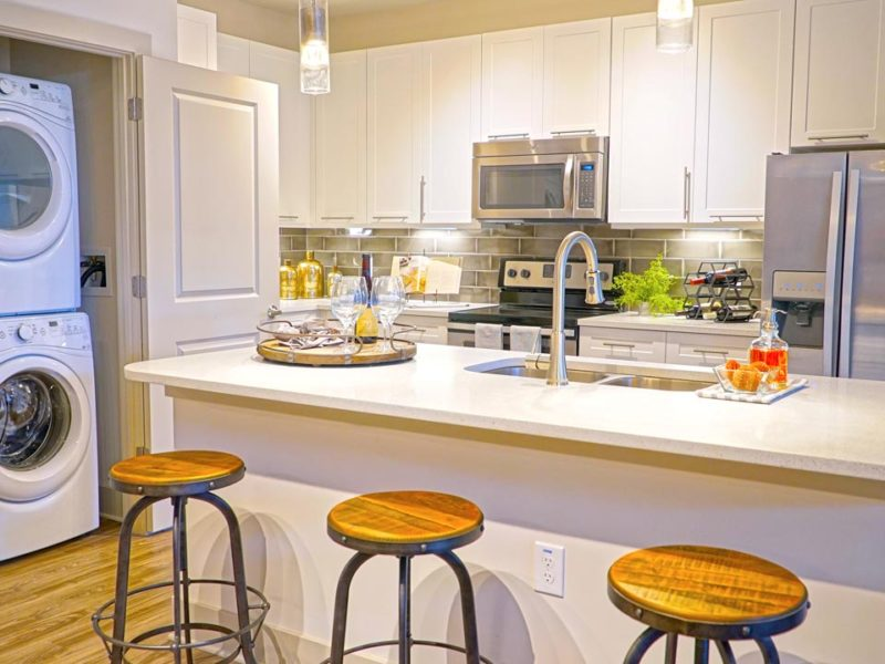Entire kitchen with bar stools & washer/dryer